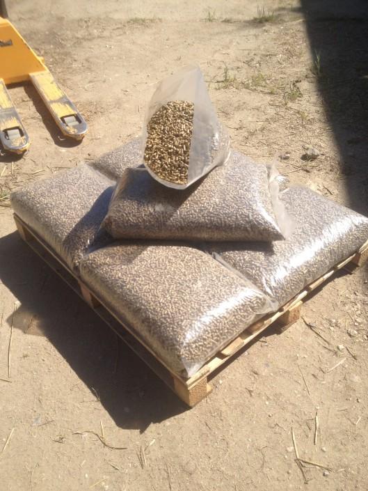 20kg Straw Pellets